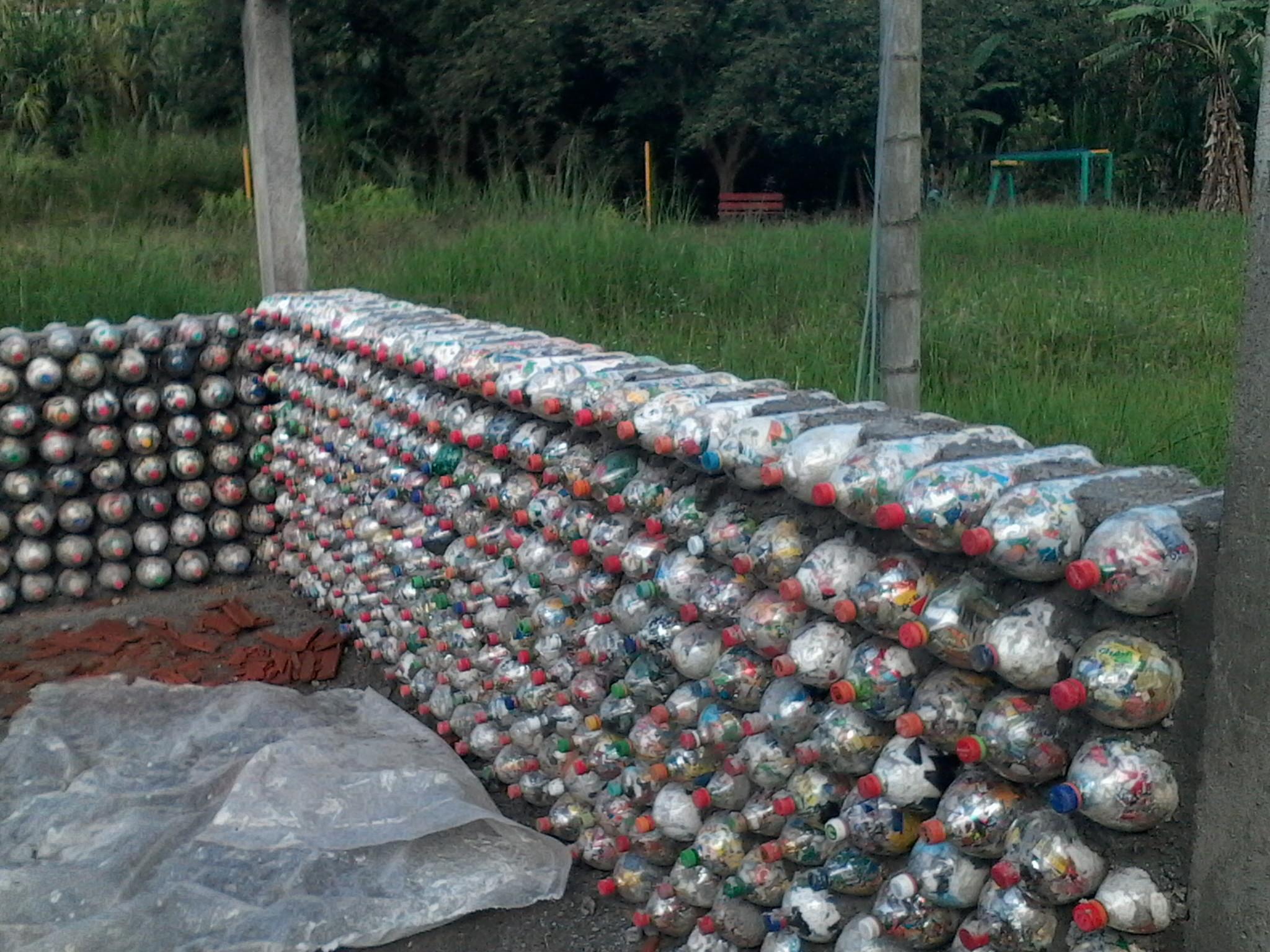 ecovivienda casas con botellas